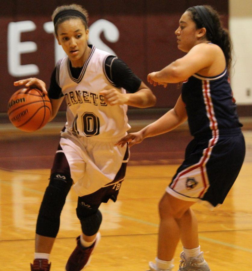Sophomore+Hayle+Campbell+dribbles+the+ball+across+the+court+during+the+Jan.+17+game+against+Veterans+Memorial.+The+Hornets+won+54-44.
