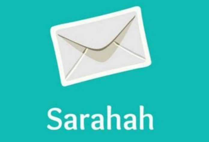 Users+commonly+see+messages+on+Sarahah+that+include+both+compliments+and+insults.