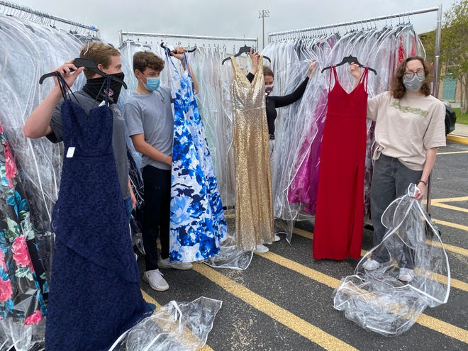 Cinderella%27s+Closet+is+a+project+at+Flour+Bluff+High+School+intended+to+help+students+who+are+unable+to+afford+prom+dresses.